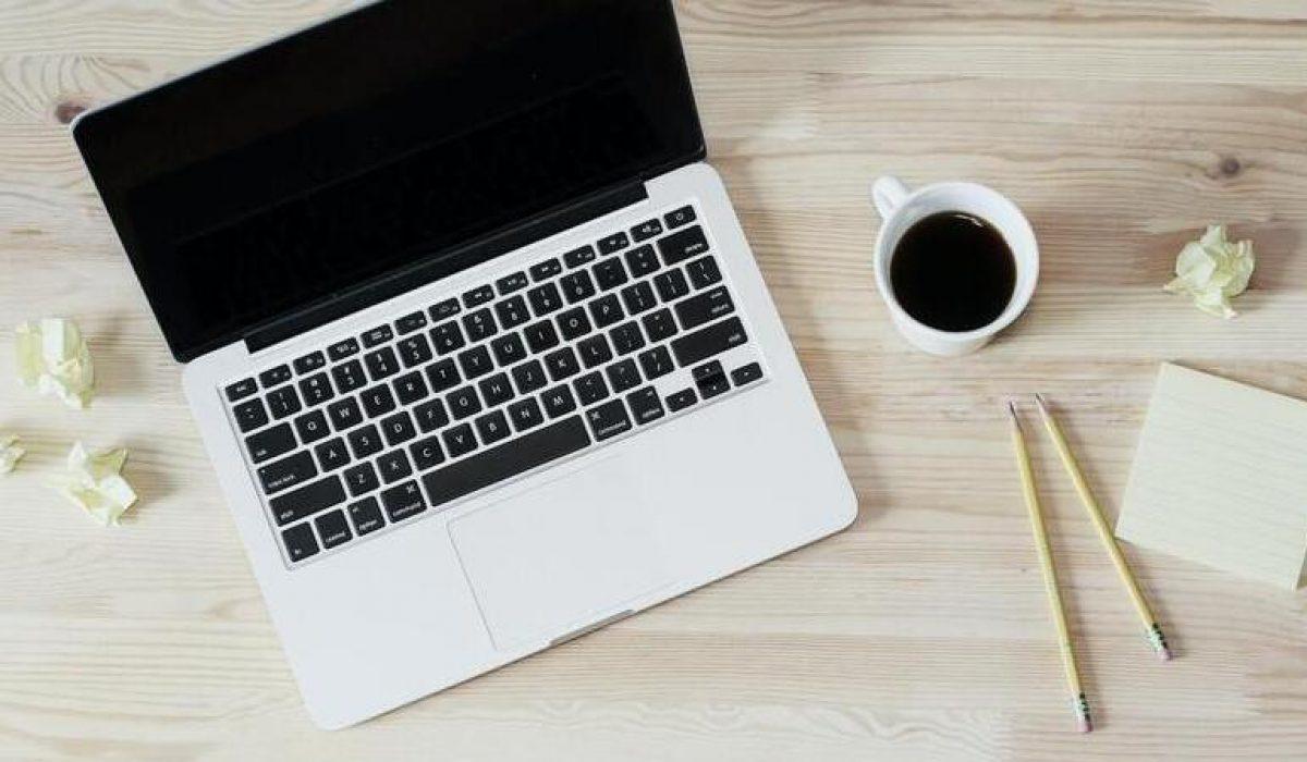 Webteksten schrijven: zelf schrijven of uitbesteden aan een tekstschrijver?